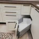 кухня в классическом стиле, угловые ящики